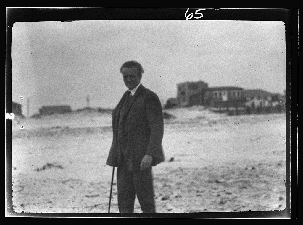 Arnold Genthe in Long Beach, New York