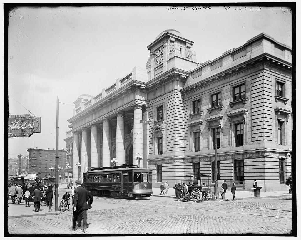 [Chicago, Ill. passenger terminal, C & NW Ry. (Chicago & North Western Railway), Oct. 10, 1911]