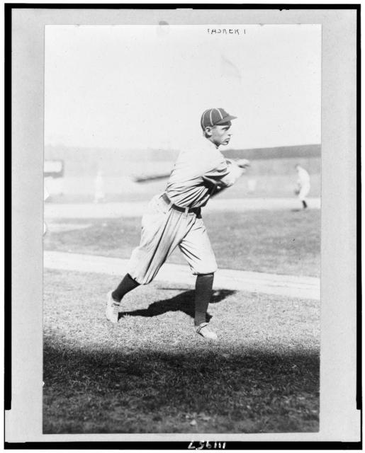 [Dode Paskert, Philadelphia NL, full-length, facing right, swinging bat]