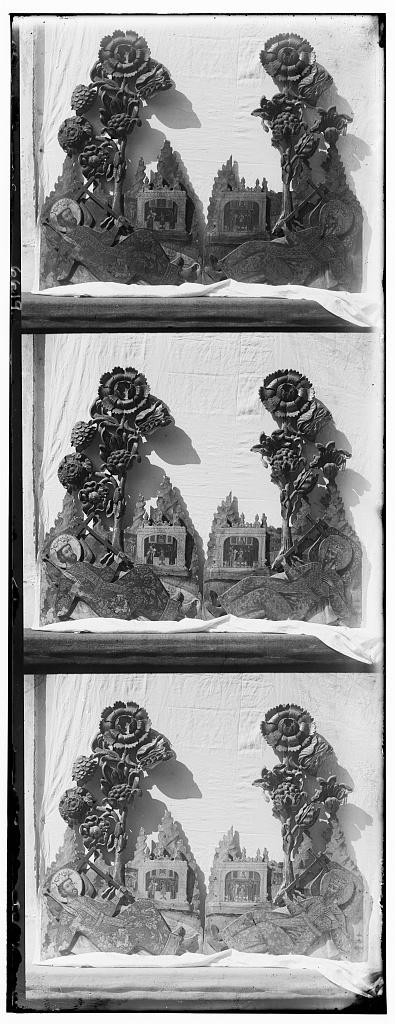 Dvi︠e︡ ri︠e︡znykh ikony ot T︠S︡arskikh vrat, raboty XVIII vi︠e︡ka. Muz. opisi No. 4621. V Rostovskom muzei︠e︡. Rostov Velikīĭ
