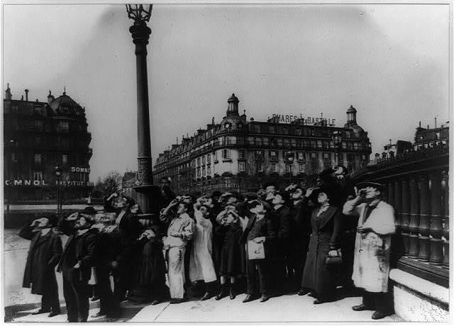 Eclipse, 1911 / Eugène Atget.