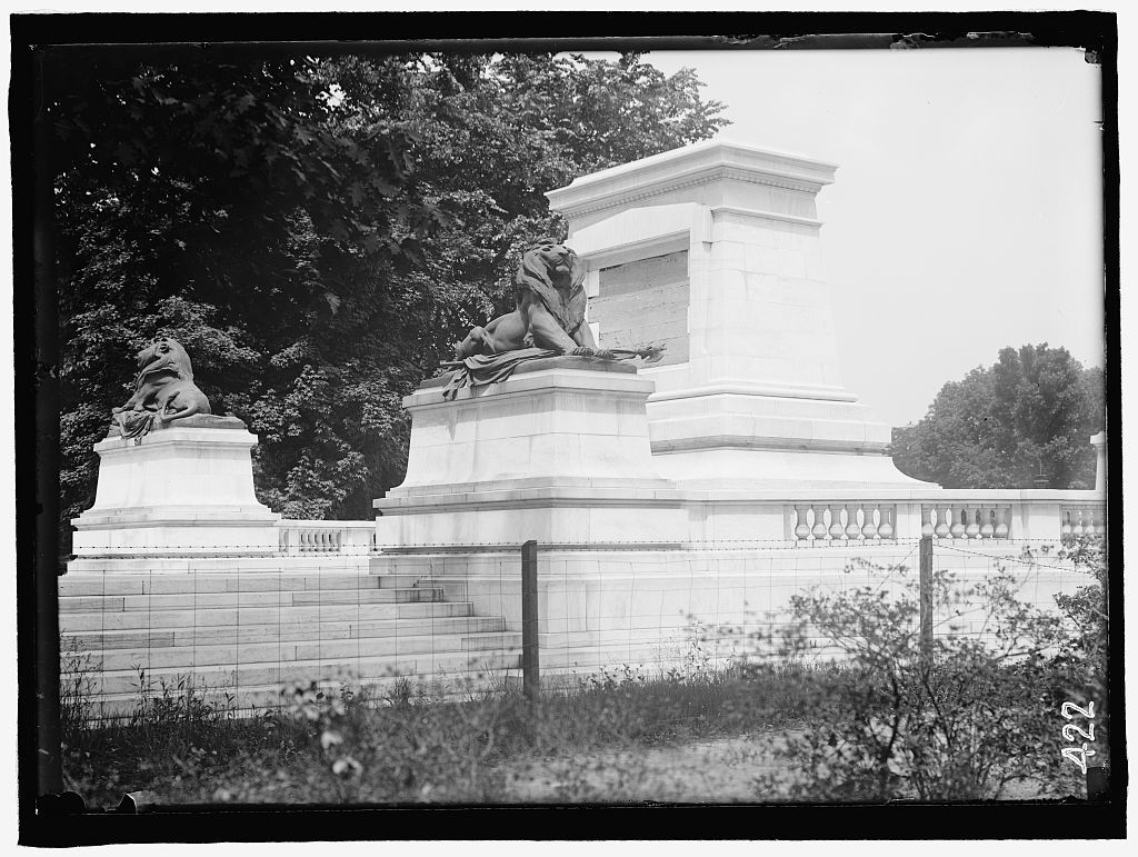 GRANT MEMORIAL AT CAPITOL. PEDESTALS FOR STATUE AND GROUPS OF STATUARY