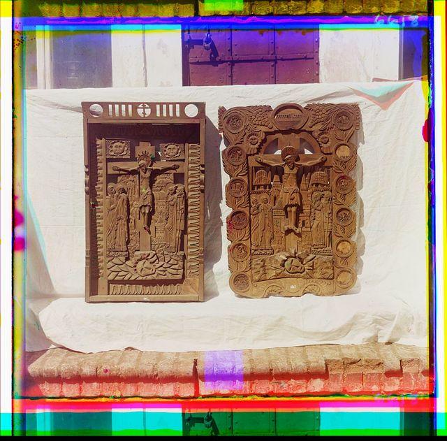 Ri︠e︡znyi︠a︡ iz dereva ikony raboty XVII vi︠e︡ka. Muz. opisi No. 5327. V Rostovskom muzei︠e︡. Rostov Velikīĭ