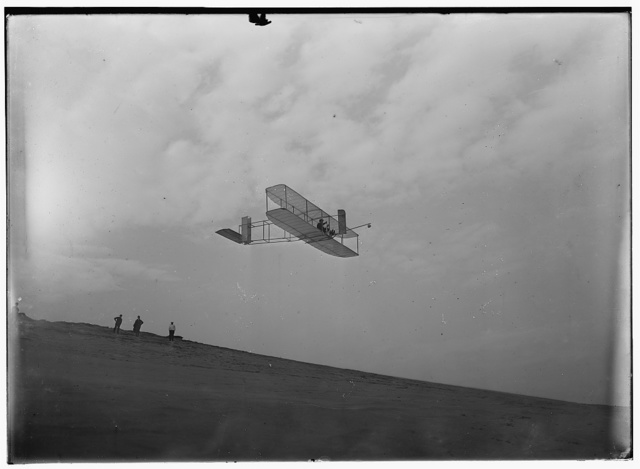 [Right front view of glider in flight]