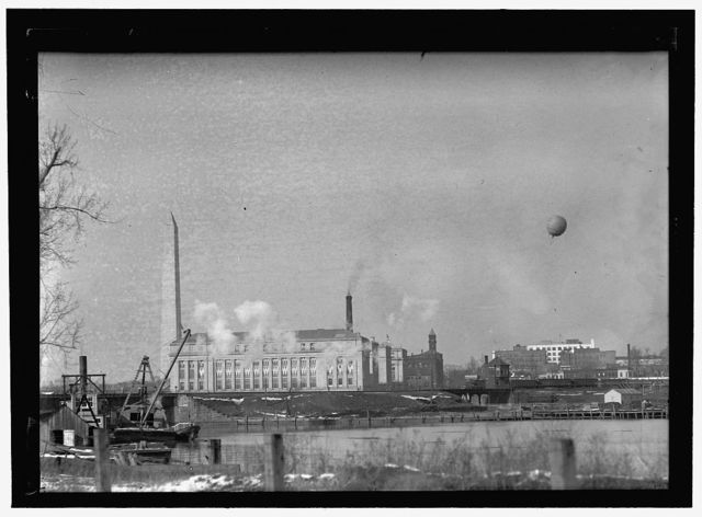 [View north across Tidal Basin to Washington Monument and Bureau of Printing and Engraving, with aerial balloon at right, Washington, D.C.]