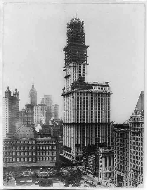 [Bird's-eye views of Woolworth Bldg. under construction, New York City : June 22, 1912]