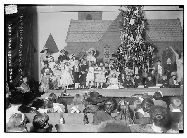 Child Actor's Xmas Tree, N.Y.