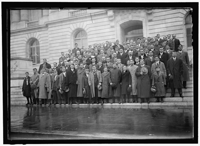 CORN GROWERS ON STEPS OF HOUSE OFFICE BUILDING; STAFFORD OF WISCONSIN, 5TH FROMLEFT, FRONT; RAMSEYER OF OHIO, 2ND FROM LEFT, 2ND ROW