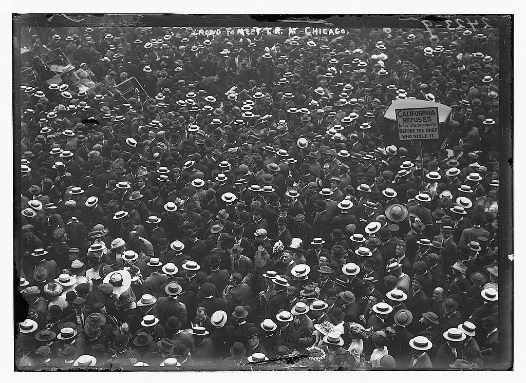 Crowd to meet T.R. [Theodore Roosevelt] at Chicago
