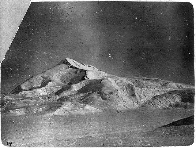 [Discovery and explorations of the South Pole by Capt. Roald Amundsen and crew, 1910-11]: An Antarctic summit