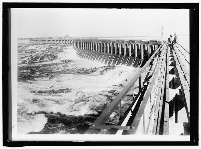 MINIDOKA PROJECT. U.S. RECLAMATION BUREAU. MINIDOKA DAM, ONE MILE LONG. POWER PLANTIN DISTANCE, MINIDOKA, IDAHO