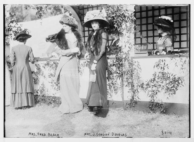 Mrs. J. Gordon Douglas, Mrs. Fred Beach at Hope Farm Fair
