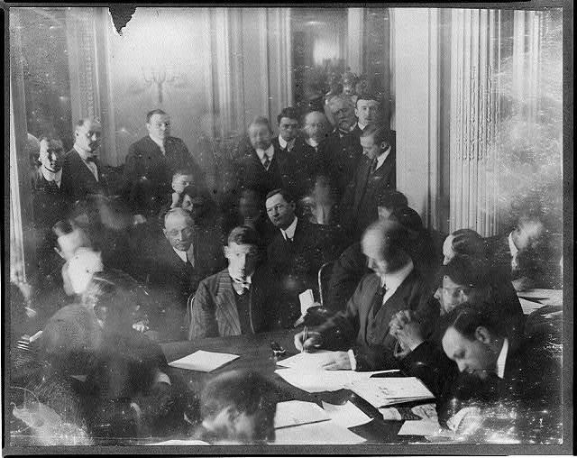 [TITANIC disaster. Senate Investigating Committee questioning individuals at the Waldorf Astoria]