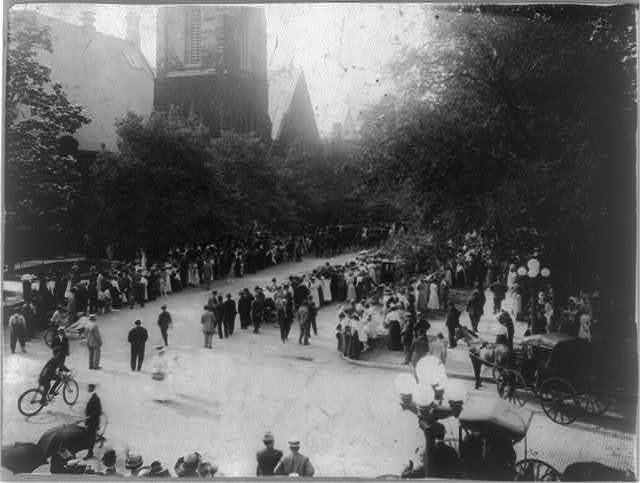 Wilbur Wright funeral - crowds outside 1st Presbyterian church, Dayton