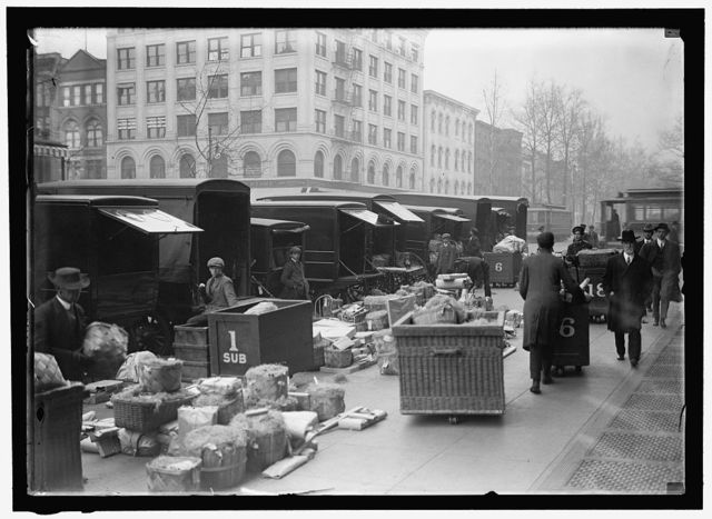 WOODWARD & LOTHROP'S DEPARTMENT STORE, WASHINGTON, D.C. TRUCKS
