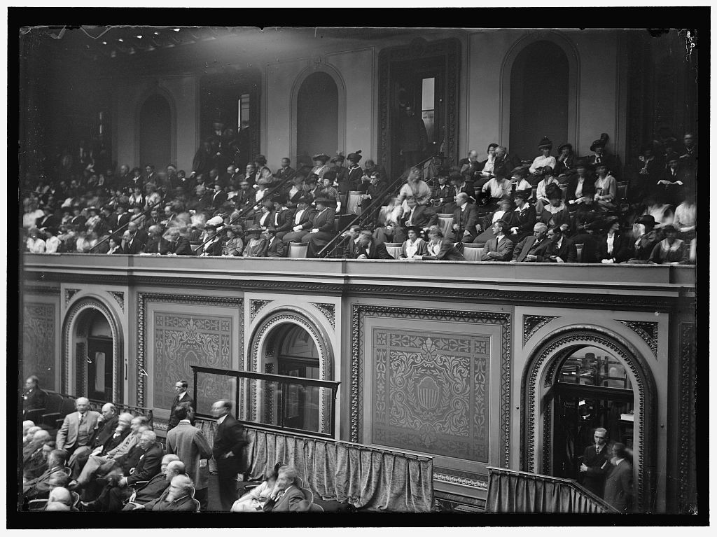 CONGRESS, WILSON BEFORE... SHOWS GALLERY AND REAR OF CHAMBER