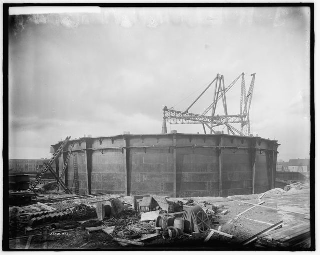 [Construction of gas holder, Detroit City Gas Company, Detroit, Mich.]