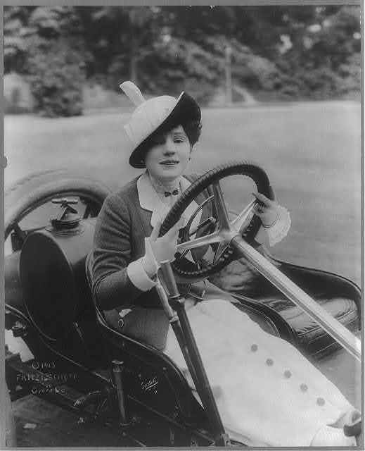 [Fritzi Scheff, 1882?-1954, three-quarters length, seated in automobile, facing front]