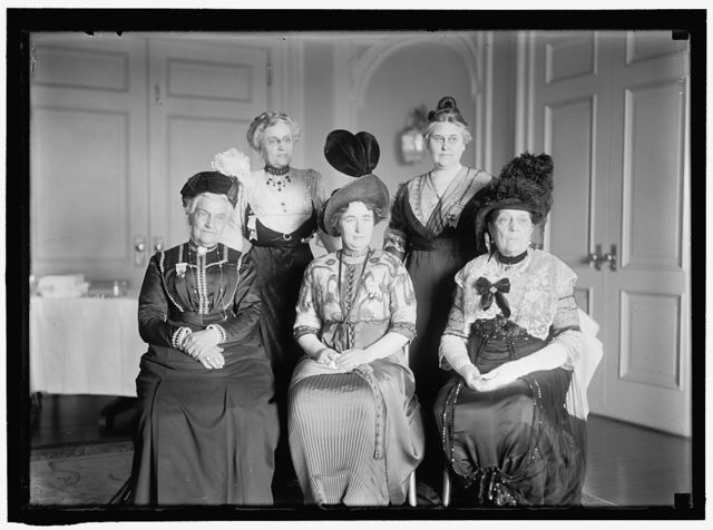INTL. ANTI-VIVISECTION CONGRESS. BACK ROW: MRS. CLINTON PICHNEY FARRELL; MRS. FLORENCE PELL WARNING.FRONT ROW: MRS. CAROLINE E. WHITE; MISS LIND-AF-HAGEBY; MRS. R. G. INGERSOL