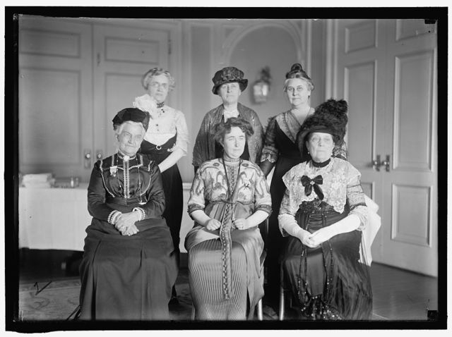 INTL. ANTI-VIVISECTION CONGRESS. BACK ROW: MRS. CLINTON PICHNEY FARRELL; MRS. L. B. HENDERSON; MRS.FLORENCE PELL WARNING. FRONT ROW: MRS. CAROLINE E. WHITE; MISS LIND-AF-HAGEBY; MRS. R. G. INGERSOL
