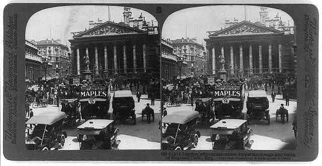 London's financial centre; Royal Exchange and Bank of England (left), Eng.