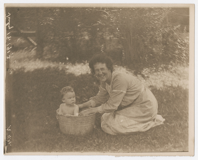 [Marion Lincoln Lewis Lee bathing her daughter, Lucy Lee]