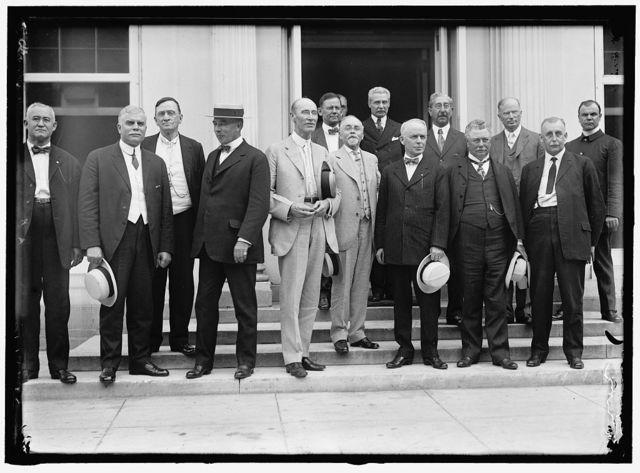 RAILROAD MEN AT WHITE HOUSE. HEADS: W.G. LEE, PRES., BOARD OF RAILWAY TRAINMEN; WARREN B. STONE, PRES., BOARD OF LOCOMOTIVE ENGINEERS; HERMAN W. WILLS, WASHINGTON REPUBLICAN LABOR ORGS.; ALFRED H. SMITH, V.P., N.Y.C. RAILWAY; A.B. GARRETSON, PRES., ORD. RAILWAY CONDUCTORS; HEAD IN DOOR UNIDENT.; 1/2 FACE