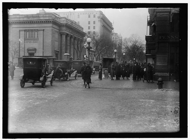 [Street scene, corner of G Street, Washington, D.C.]