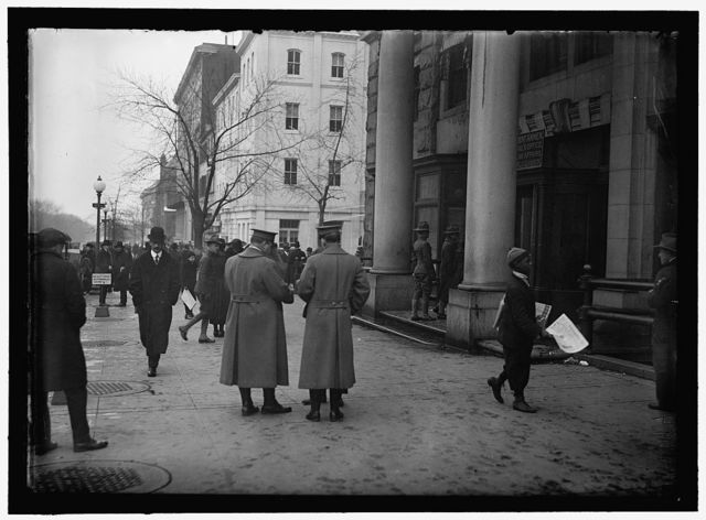 [Street scene, near G Street, Washington, D.C.]