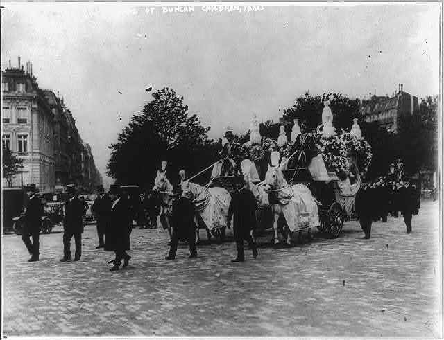 The funeral of the two children of Isadora Duncan in Paris