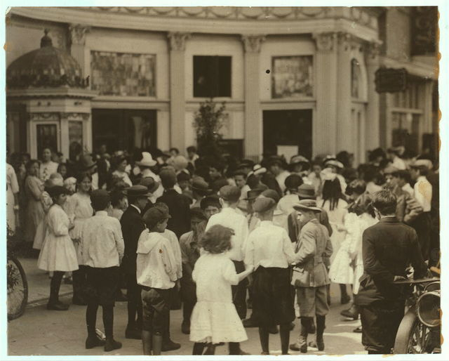 Throng of children trying to get into the already crowded theatre at Jacksonville while the Child Labor program was in session Location: Jacksonville, Florida.