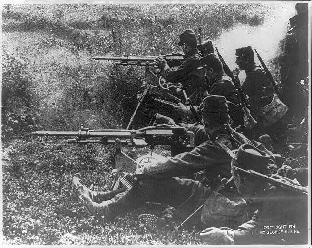 [A detachment of French infantry with 2 quick-firing guns (machine guns)]