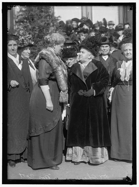 CONSTRUCTIVE PEACE GROUP: AT EXTREME LEFT, CHARLOTTE P. GILLMAN; NEXT MRS. C.C. CATT; DR. A.H. SHAW; MRS. HENRY WILLARD; MRS. ANNA G. SPENCER; MARION T. BURRITT; JANET RICHARDS. 2ND ROW, 2ND FROM LEFT, MRS. JULIUS KAHN; RIGHT, ROSALIE JONES; RIGHT, HALF WAY BACK, MRS. RICHARD BOECKEL