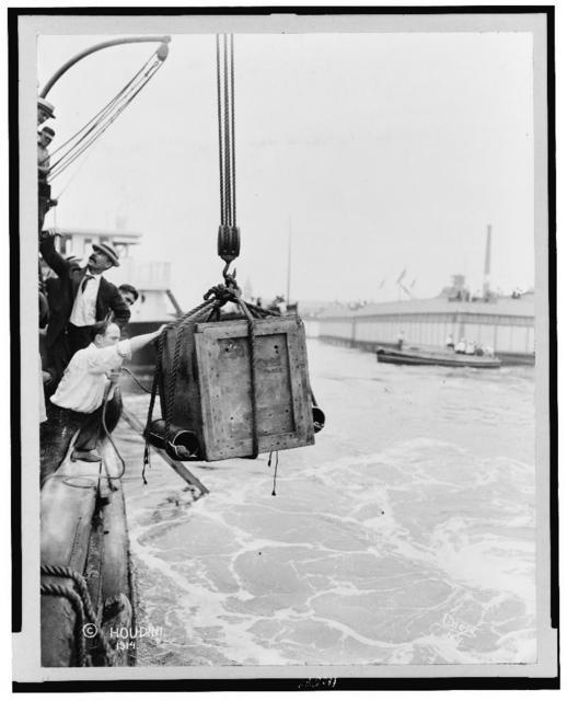 [Crate containing Harry Houdini, being lowered from ship into water] / Dietz, N.Y.