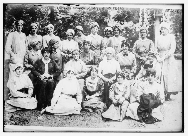 English women munition workers