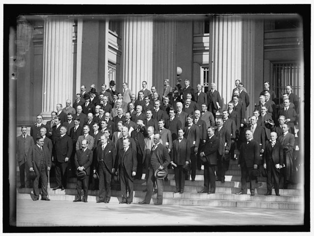 FEDERAL RESERVE BOARD WITH BANKERS. FRONT: WARBURG; WILLIAMS; HAMLIN; DELANO. IN REAR IS LARGE GROUP OF GOVERNORS AND BANKERS