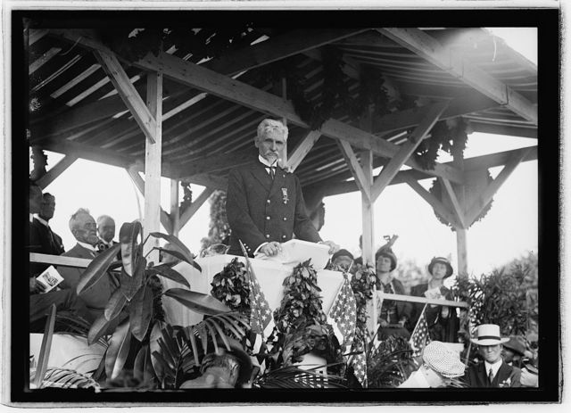 Gen. Washington Gardner, Commander-in-Chief G.A.R. at unveiling of confederate monument, Arlington Cemetery, [Va.], June 4, 1914
