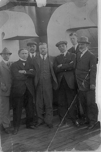 "[Houdini with Theodore Roosevelt and others aboard the H.A.L. ""Imperator""]"