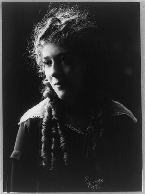 [Mary Pickford, half-length portrait, facing left]