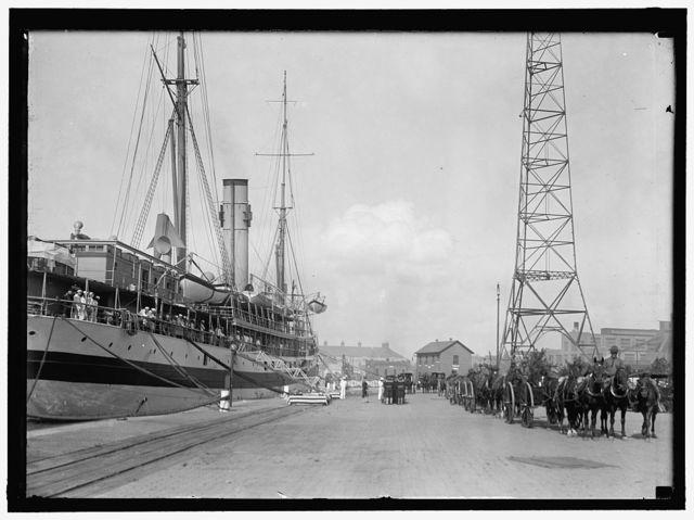 [Memphis, U.S.S., caskets of dead, brought home by U.S. Hospital Ship S̀olace']