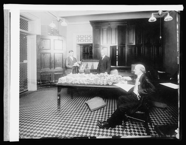 Ofc. of Comptroller of Currencies, Committee checking up destination of internal bank notes, [1914]