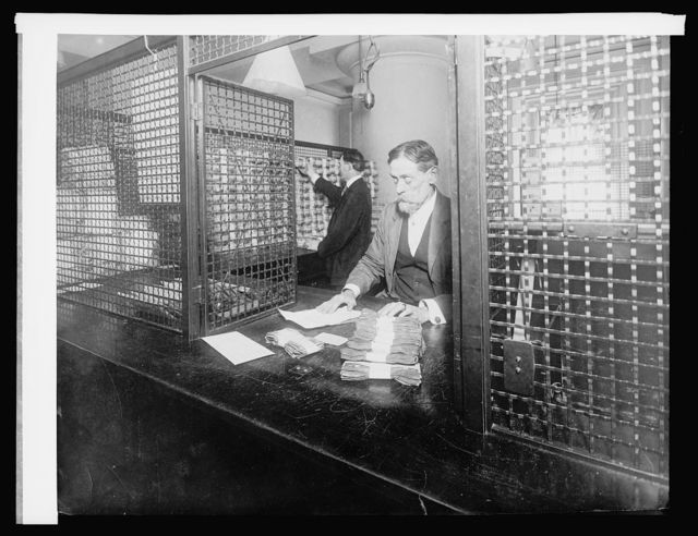Ofc. of U.S. Treasuer, Redemption Div. receiving teller cage, [1914]