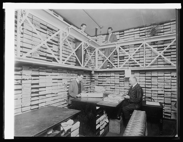 Treasury Dept. Ofc. Of Comptroller of Currency, vault #10 where national bank notes ready for circulation are stored. In vault when picture was made $250,000,000, [1914]