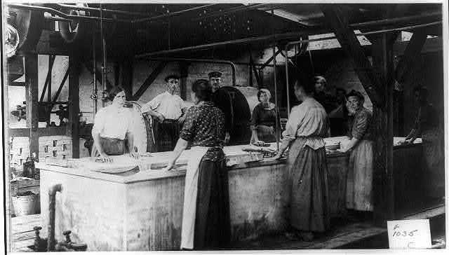 Wash women at work