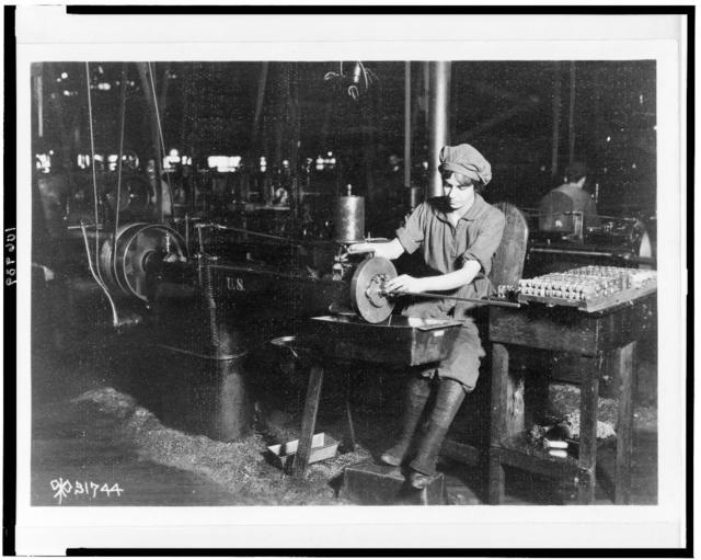 [Woman broaching key seat in front sight carrier for rifle, Eddystone Rifle Plant, Eddystone, Pa., during World War I]