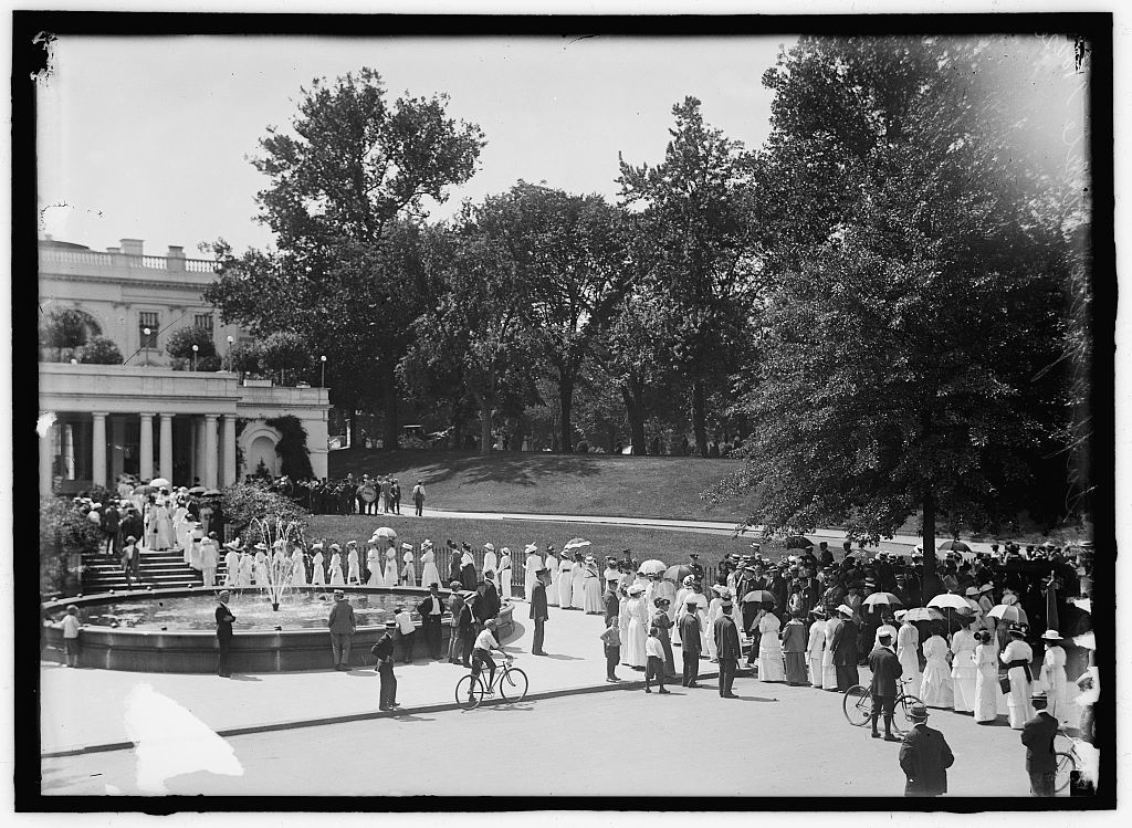 WOMAN SUFFRAGE. FED. OF WOMAN'S CLUBS DELEGATION AT WHITE HOUSE
