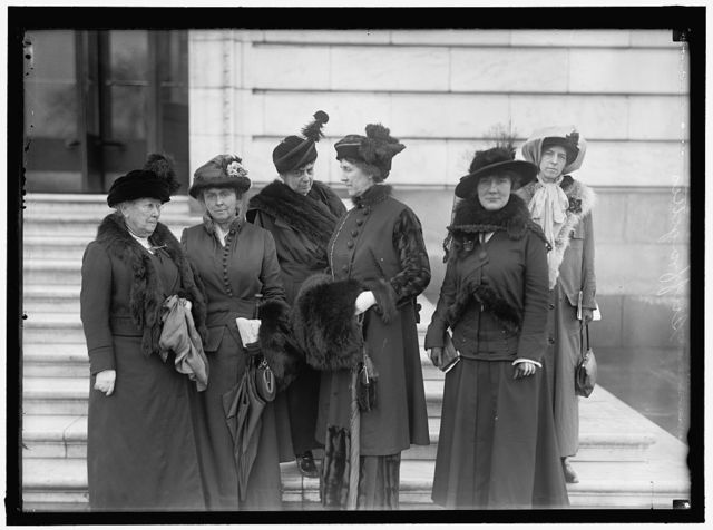 WOMAN SUFFRAGE. WOMAN VOTERS ASK HOUSE OF REPRESENTATIVES FOR ACTION ON AMENDMENT.MRS. WILLIAM KENT, CALIFORNIA, 2ND FROM LEFT; MRS. S. B. M. YOUNG,4TH FROM LEFT; ISABELLA MOTT OF NEW YORK, 2ND FROM RIGHT; KATHARINE FISHER OF NEW JERSEY, RIGHT