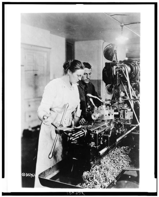 [Woman working turret lathe in training school, Lincoln Motor Co., Detroit, Mi., during World War I]