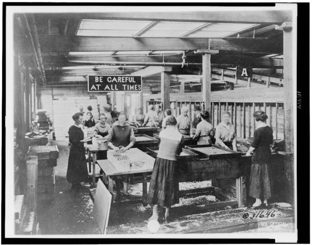 [Women immersing bouchon assemblies for hand grenades in Vatudrip to prevent rust, Gorham Manufacturing Co., Providence, Rhode Island, during World War I]