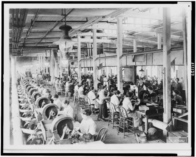 [Women making Browning machine guns - general view of polishing shop, Winchester Repeating Arms Co., New Haven, Conn.]